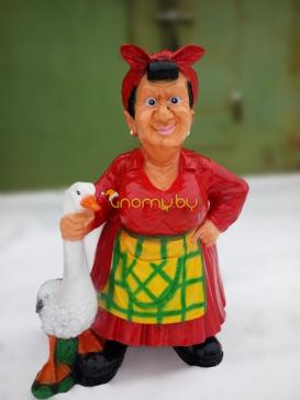 Садовая фигура Бабушка с гусем