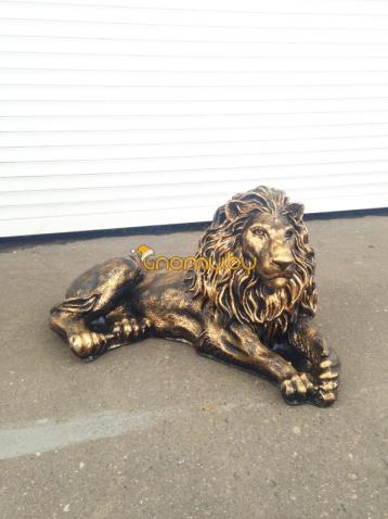 Бронзовый лев лежачий